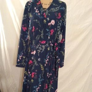 NWT Time& True Wrap dress Size L Navy with florals